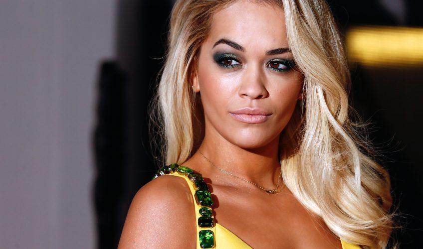 Η Rita Ora ισοφάρισε ένα κορυφαίο ρεκόρ 30 ετών
