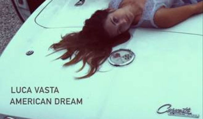 """Η Ιταλό-Γερμανίδα, τραγουδίστρια – τραγουδοποιός, Luca Vasta, ζει στο Βερολίνο. Μεγάλωσε στην Γερμανία και την Σικελία.Το νέο της single έχει τον τίτλο """"American Dream""""."""