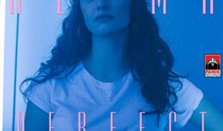 "H Alma είναι μόλις 15 ετών, αλλά παίζει πιάνο και κιθάρα, ενώ παράλληλα γράφει μουσική και στίχους. Το δισκογραφικό της ντεμπούτο έχει τίτλο ""Perfect""."