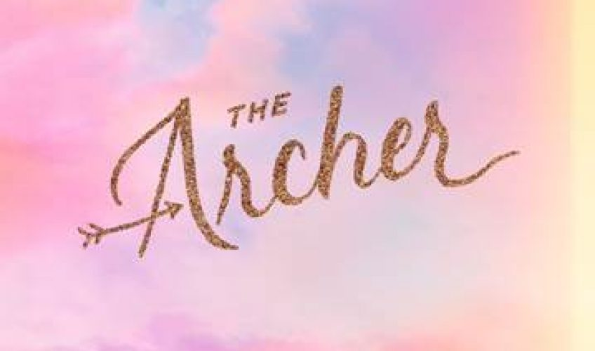 Η Taylor Swift κυκλοφορεί το νέο της τραγούδι 'The Archer'.