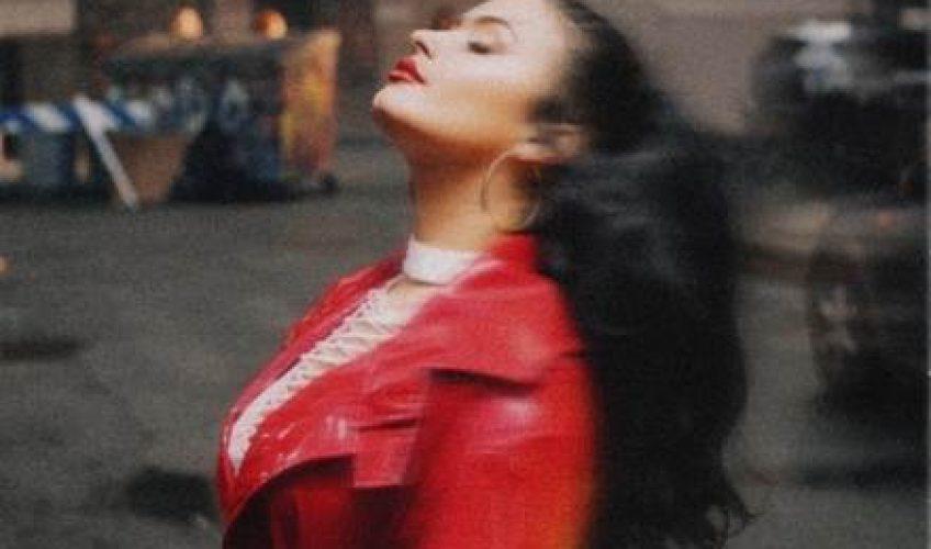 Η πολυπλατινένια τραγουδίστρια και στιχουργός Demi Lovato μετά το μουσικό της comeback με την εμφάνιση της στα φετινά Grammys, επιστρέφει κυκλοφορώντας ένα νέο συναισθηματικό τραγούδι με τίτλο 'I Love Me'.