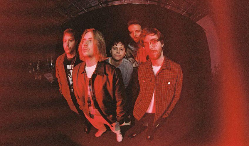 """Το 5-μελές συγκρότημα από την Μεγάλη Βρετανία, οι Nothing But Thieves μόλις κυκλοφόρησαν το νέο τους single με τίτλο """"Real Love Song"""""""