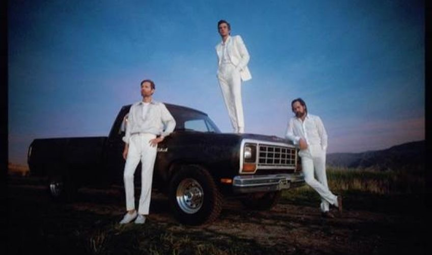 Oι The Killers ανακοινώνουν το νέο τους άλμπουμ με τίτλο 'Imploding The Mirage', για τις 21 Αυγούστου.