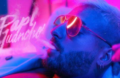"""Το παγκόσμιο Latin φαινόμενο Maluma εκπλήσσει τους fans τους με την κυκλοφορία του 5ου του album, με τίτλο """"Papi Juancho""""."""