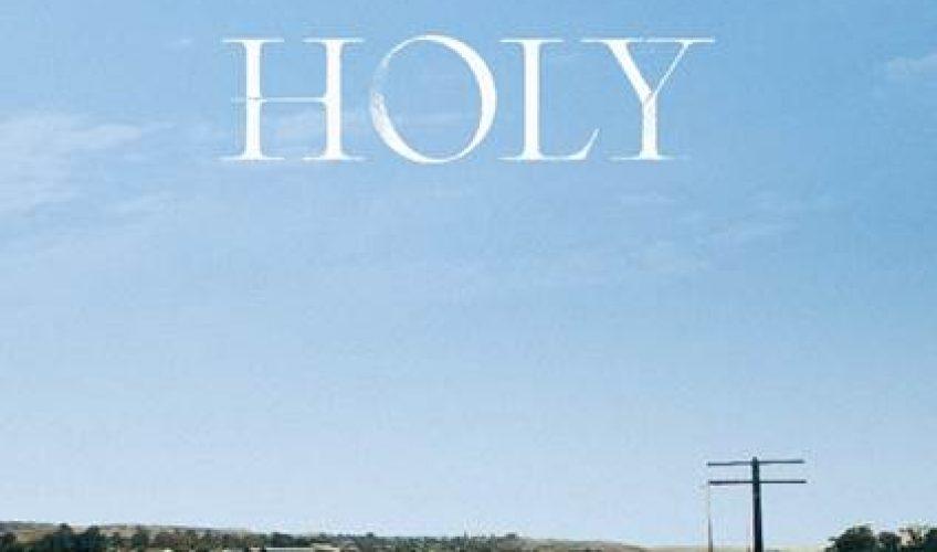 Ο βραβευμένος με Grammy superstar Justin Bieber, επιστρέφει με νέο single, το Holy, σε συνεργασία με τον ράπερ Chance The Rapper.